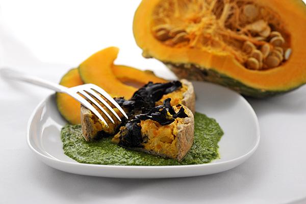 Servitela tiepida, accompagnata da una salsa di foglie di Nasturzio, oppure congelatela per la festa di Halloween!