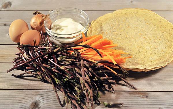 Pochi ingredienti: luppolo, carote, cipolla, uova e stracchino